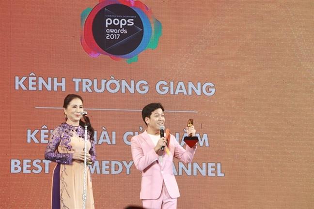 Truong Giang cui dau xin loi khan gia vi doc sai ten Ha Anh Tuan
