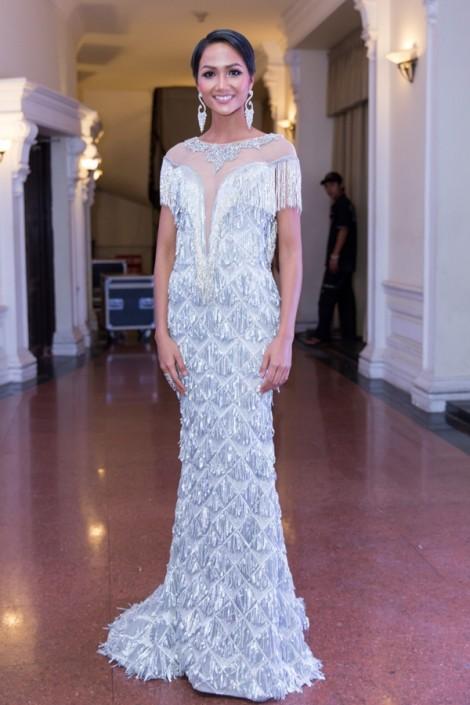 H'Hen Niê lọt top sao mặc xấu sau đăng quang Hoa hậu Hoàn vũ