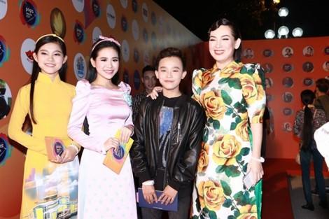 Trường Giang cúi đầu xin lỗi khán giả vì đọc sai tên Hà Anh Tuấn