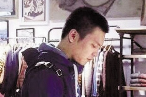 Chàng cảnh sát đẹp trai 'khổ sở' vì bị phụ nữ 'săn đuổi'