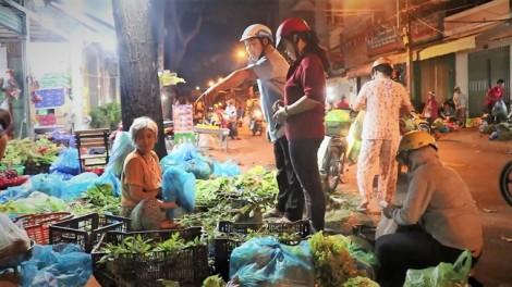 Chợ rau 'âm phủ' hơn 40 năm ở Sài Gòn