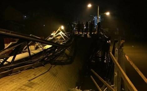 Cầu Long Kiển đổ sập trong đêm, nhiều người may mắn thoát chết