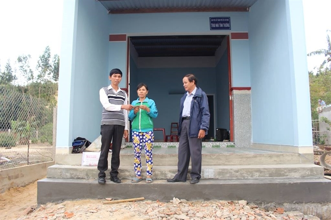 Bao Phu Nu trao nha cho tinh thuong cho nguoi dan Binh Dinh