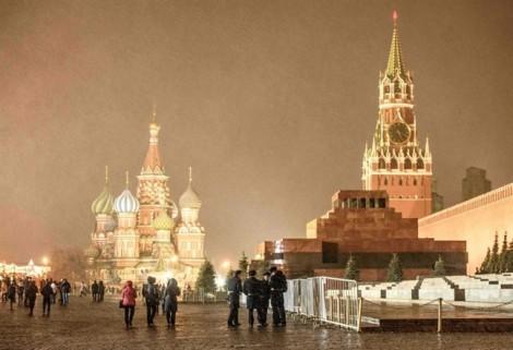 Mùa đông quá đen tối khiến người dân thủ đô Nga sinh bệnh