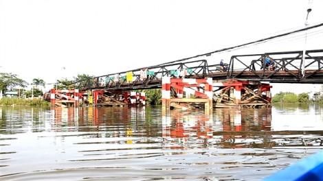 Cầu Long Kiển sập nhịp, dân cầu Rạch Tôm 'run' theo