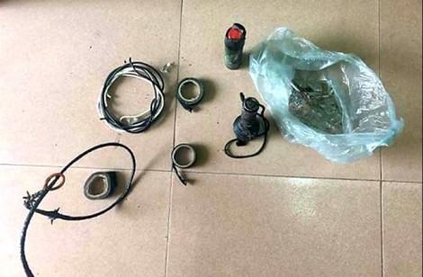 'Cẩu tặc' liều lĩnh dùng chai thủy tinh, kích điện tấn công cảnh sát