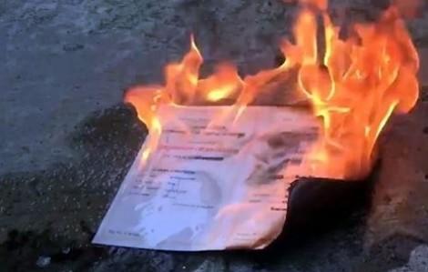 Cử nhân trường ĐH Kinh tế TP.HCM đốt bằng đại học