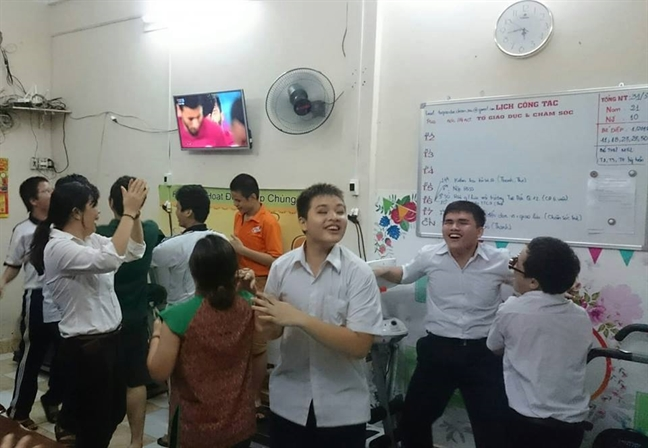 Hoc sinh khiem thi co dong het minh cho tran dau lich su cua U23 Viet Nam