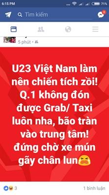 Khong bat duoc xe vi nguoi ung ho U23 Viet Nam do ra duong qua dong