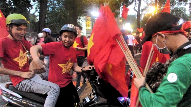 Dan ban co o Sai Gon 'trung dam' sau khi tuyen U23 Viet Nam vao chung ket