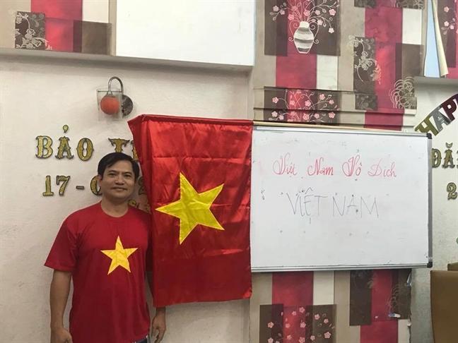 Bac si Sai Gon 'di bao' mung U23 Viet Nam chien thang
