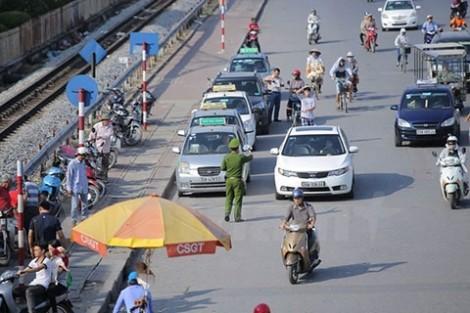 """Chủ tịch Hiệp hội taxi Hà Nội đề xuất """"cởi trói"""" cho taxi truyền thống, cấp biển số màu vàng cho taxi lẫn Uber, Grab"""