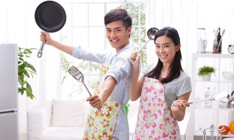 Đàn ông không lười việc nhà, mà do đàn bà không biết 'sai' chồng