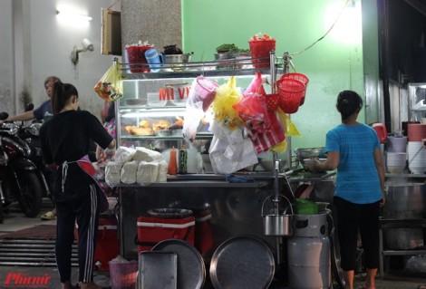 Quán mì gà tiềm 20 năm ngon nức tiếng Sài Gòn