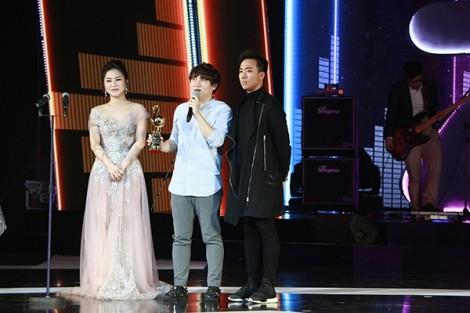 Hương Tràm bật khóc khi nhận được 2 giải thưởng tại 'Zing Music Awards'