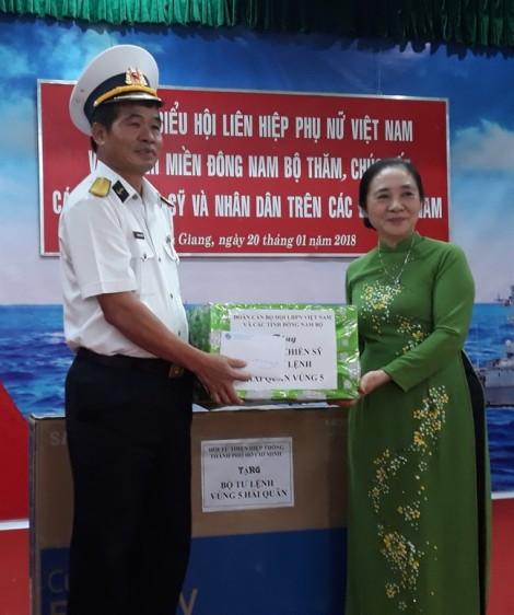 Thăm và tặng quà tết tại Vùng 5 Hải quân