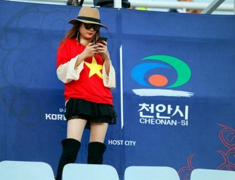 Cách 'lên đồ' thể thao rực rỡ cổ vũ U23 Việt Nam tại trận chung kết