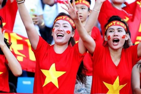 Muôn kiểu thời trang cổ vũ U23 Việt Nam của fan nữ