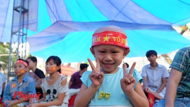 Khan dai 500 cho cho benh nhan ung thu co vu U23 Viet Nam dau tran chung ket