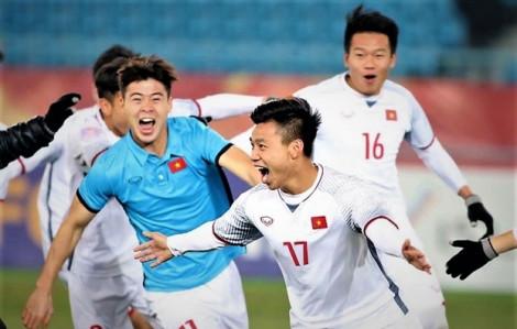 Đội tuyển U23 Việt Nam bắt đầu ra sân bóng khởi động