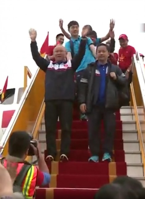 Lễ đón đội U23 Việt Nam tại sân bay Nội Bài: Những khoảnh khắc không thể nào quên