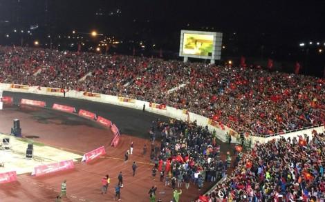 'Chảo lửa' Mỹ Đình như nổ tung khi các cầu thủ U23 Việt Nam tiến vào sân