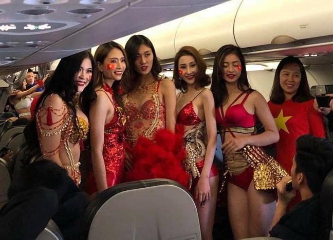 Bo VH-TT&DL yeu cau thanh tra hinh anh nguoi mau mac bikini tren may bay don U23 Viet Nam