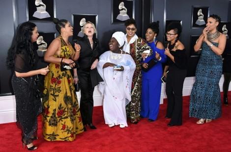 Hoa hồng trắng ngợp thảm đỏ Grammy 2018 để phản đối nạn lạm dụng tình dục