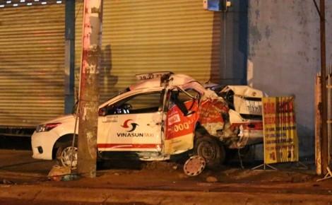 Xe đầu kéo tông chết tài xế taxi ngủ trong xe rồi tháo chạy kinh hoàng