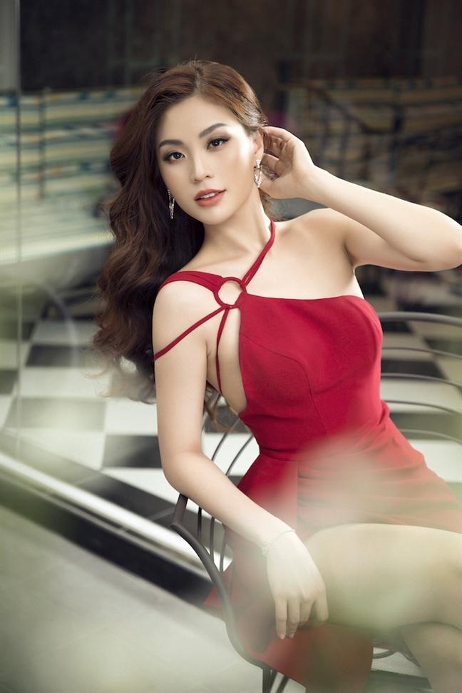 A hau Diem Trang goi y 5 mau dam don Tet goi cam