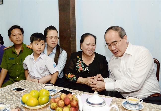 Lanh dao TP.HCM tham cac don vi, ca nhan tham gia Mau Than 1968