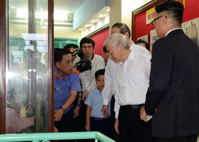Tong Bi thu Nguyen Phu Trong tham ham chua vu khi cua biet dong Sai Gon