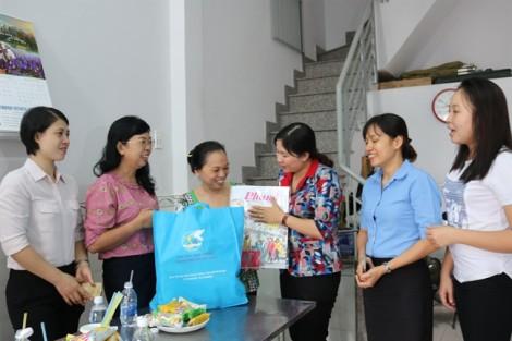 Hội LHPN TP.HCM thăm, chúc tết các nữ chủ nhà trọ
