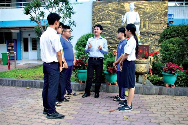 Giao duc khong the non nong, qua loa