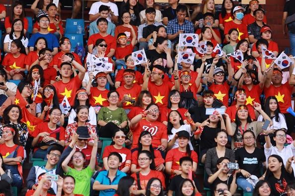 San Thong Nhat 'cuc nong' khi co dong vien ho vang Viet Nam chien thang chao mung cac cau thu U23