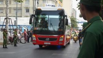 U23 Việt Nam dâng hương tại tượng đài Chủ tịch Hồ Chí Minh trên đường đi bộ Nguyễn Huệ