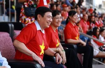 Dàn cầu thủ 'hot boy' U23 Việt Nam trên sân khấu giao lưu với cổ động viên TP.HCM