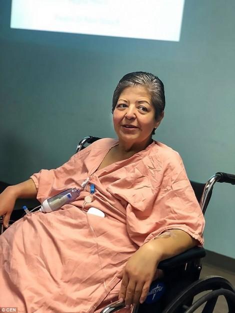 Để lâu không chịu mổ, một phụ nữ mang khối u buồng trứng đến 34kg