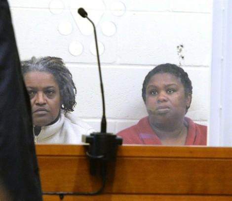 Cảnh sát bắt hai chị em đốt mặt bé gái 5 tuổi để trừ tà
