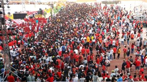 Sân Thống Nhất 'cực nóng' khi cổ động viên hô vang Việt Nam chiến thắng chào mừng các cầu thủ U23