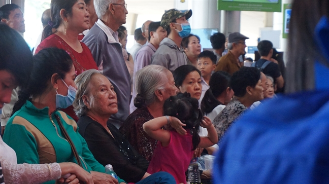 'Ngop tho' don nguoi than tai san bay Tan Son Nhat