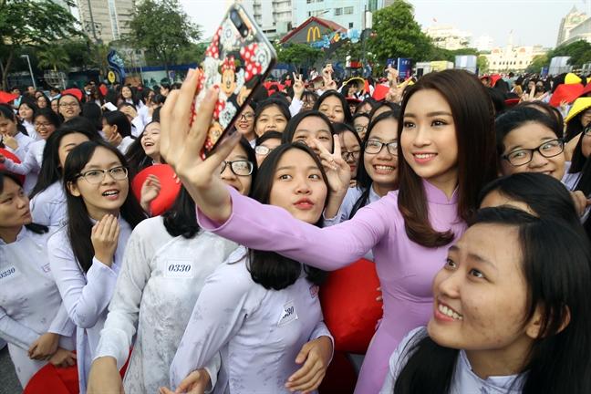 Hoa hau Do My Linh: 'Nguoi tre hien nay co phan quen di ao dai truyen thong'