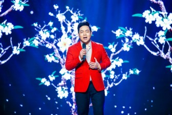 Quang Lê hát lời 'lạ' ca khúc 'Hoa sứ nhà nàng'