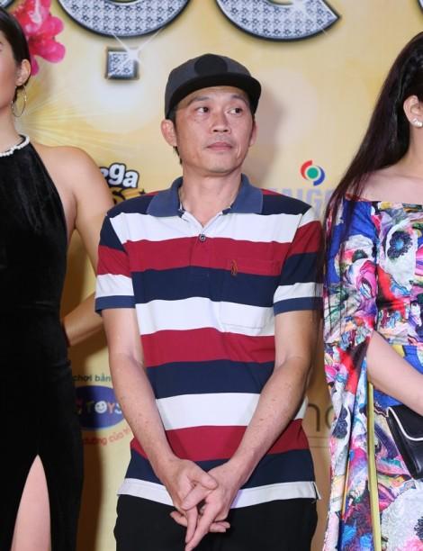 Hoài Linh xin lỗi khán giả vì ăn mặc thiếu chỉnh tề