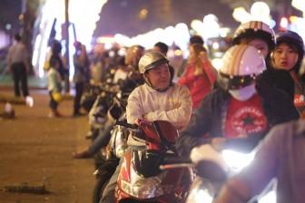 Người vô gia cư Sài Gòn co ro trong đêm lạnh ngày cận tết