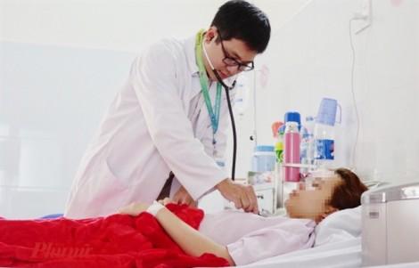 Cô gái trẻ ở Đồng Nai mắc căn bệnh khiến tay chân xụi lơ vào cuối ngày