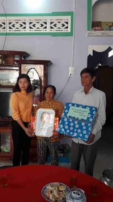 Hoi LHPN TP.HCM trao 5 mai am tinh thuong cho phu nu ngheo