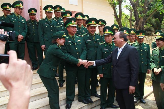 Thu tuong Nguyen Xuan Phuc: 'Nghiem cam chat pha, van chuyen go tai khu vuc bien gioi'