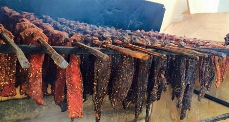Thịt trâu gác bếp, 'vũ nữ chân dài' giá tiền triệu được chị em săn mua