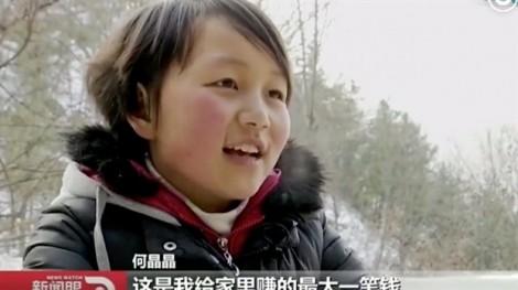 Bé gái Trung Quốc bán tóc mua điện thoại gọi cho mẹ đi làm xa nhà